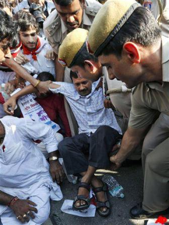 Arvind Kejriwal arrested by Delhi police for protesting