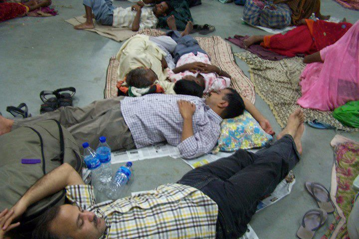 Arvind Kejriwal & Manish Sisodia sleeping at railway station at the time they were in Delhi for Anna Ji's anshan in 2011